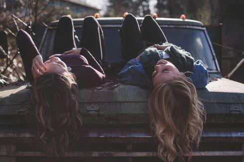 girls-1209321__480
