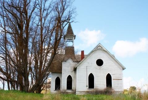 abandoned-church_MJbwV8dO